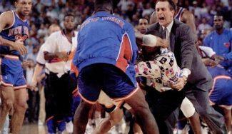 La pelea entre Knicks y Suns que motivó la norma de no poder salir del banquillo