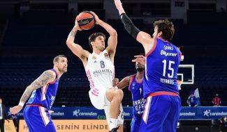 Efes golpea primero y vence al Real Madrid por 27 puntos en el estreno de los cuartos de final