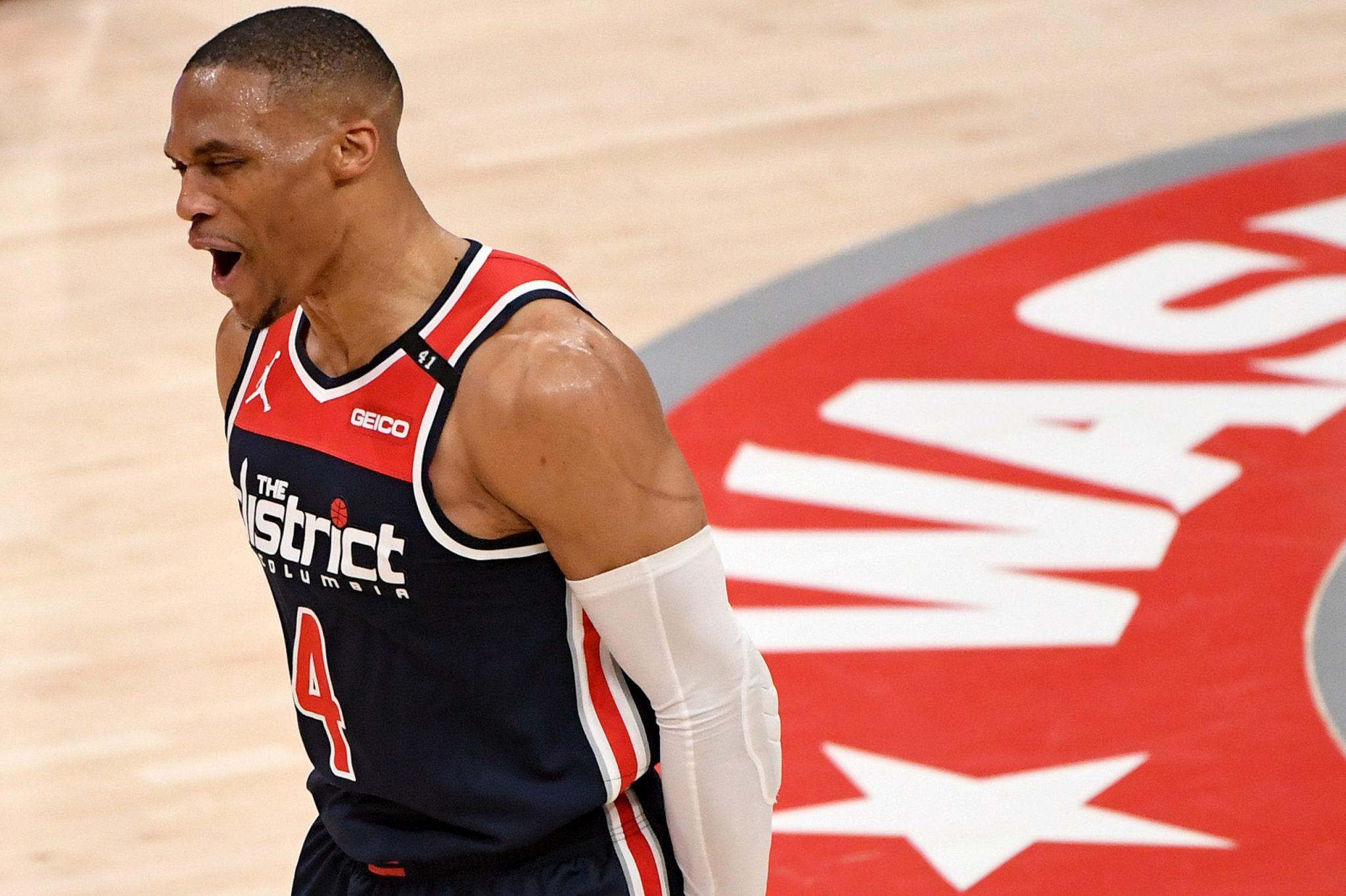 Westbrook: un partido histórico y otra temporada promediando triple-doble