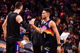 Devin Booker destroza a los Lakers y los Suns suman la primera victoria en los playoffs