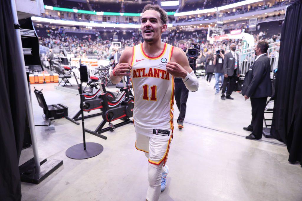 Los Hawks y una actuación histórica de Trae Young ponen el 1-0 ante Bucks