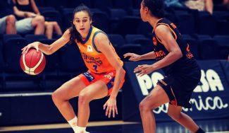 Las primeras canastas de Ángela Salvadores (15 puntos) en su estreno con Valencia Basket