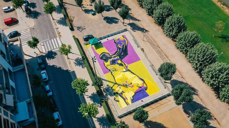 Kobe Bryant y un mural muy especial en una cancha en Cataluña