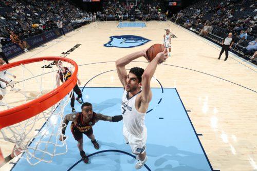 Santi Aldama debuta en la NBA con los Grizzlies (Vídeo)