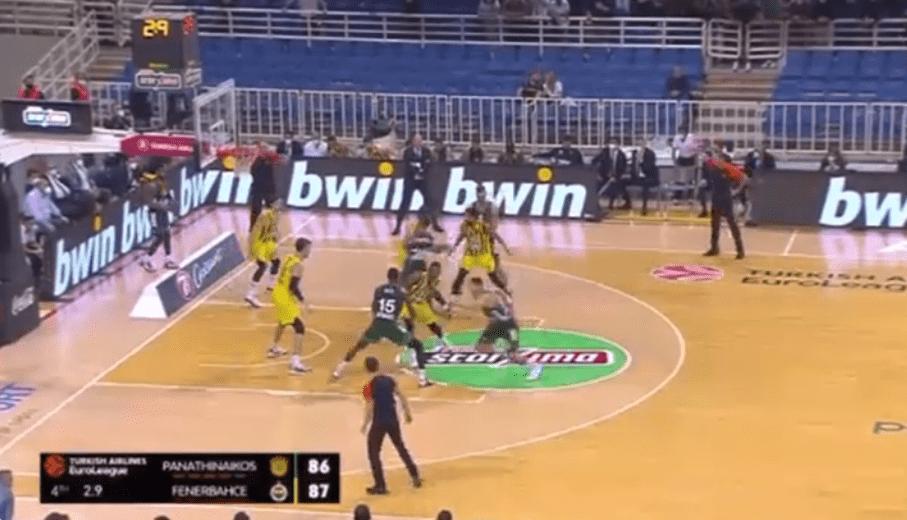 El tremendo final entre Panathinaikos y Fenerbahçe decidido por dos antideportivas